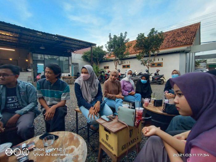 Suasana diskusi sore hari. Foto by Musthofa, PU Suara Kampus.